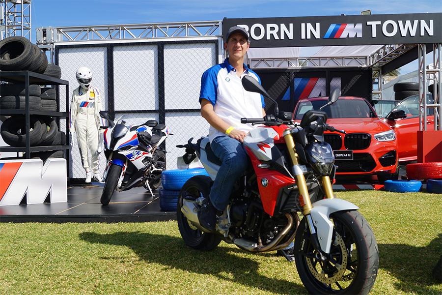 BMW F 900 R y BMW F 900 XR. Alejandro Echegaray Director de BMW para Latinoamérica al volante de la BMW F 900 R