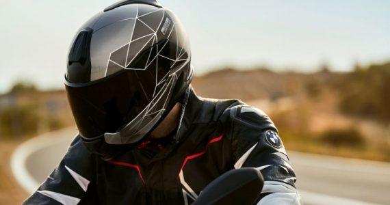 Traje para motociclista XRide. Fotografía: BMW Motorrad