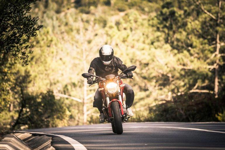 manejar tu moto en pendiente